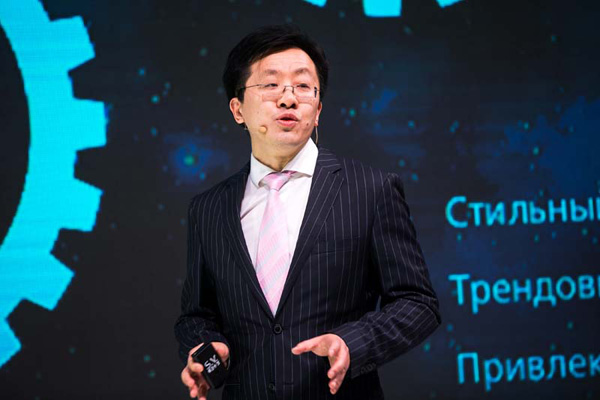 Оу Ивэй, президент Huawei Consumer Business Group в России